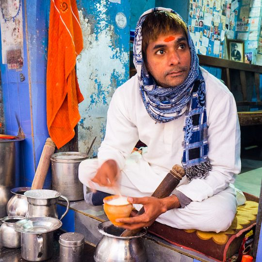 varanasi places to eat lassi