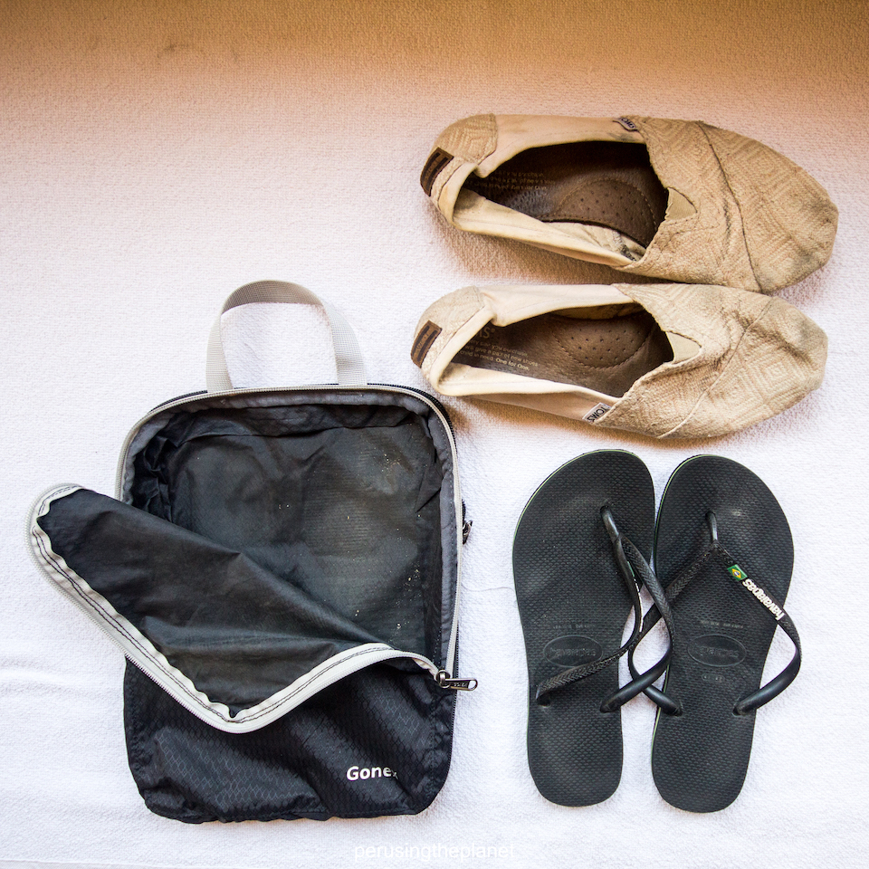 how to use packing cubes for shoes and travel